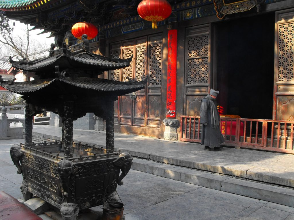 temple-chinois-rituels-tripode-encens