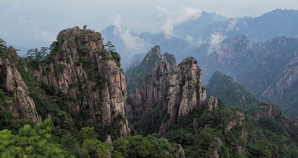 montagne-chinoise-taoiste-brume