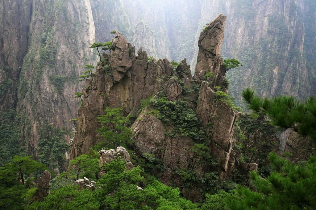 nature-chine-montagne-jaune